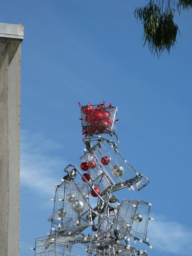 Shopping Cart Tree, Artist Anthony Schmitt, Santa Monica, 2010